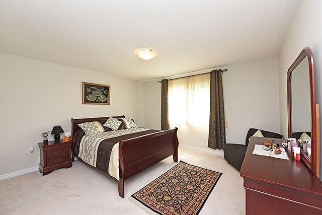 Detached at 3224 Carding Mill Tr, Oakville, Ontario. Image 6