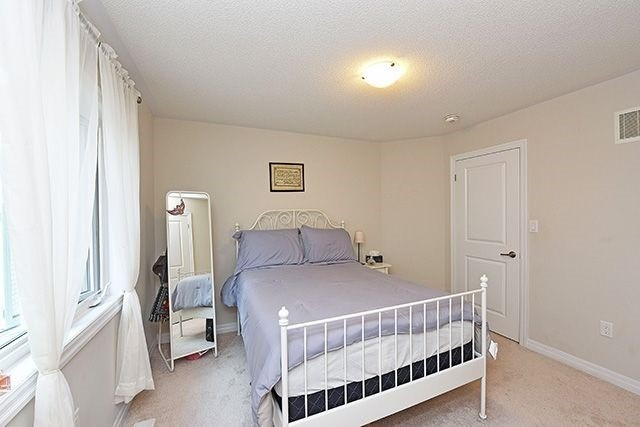 Detached at 3224 Carding Mill Tr, Oakville, Ontario. Image 7