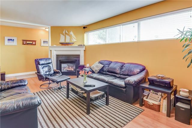 Semi-detached at 106 Duncanwoods Dr, Toronto, Ontario. Image 7