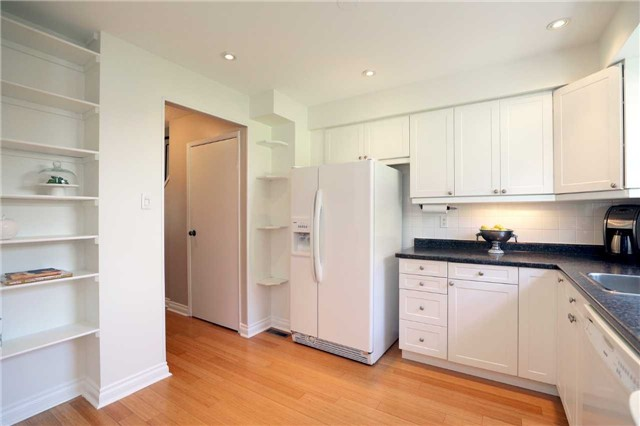 Condo Townhouse at 1055 Shawnmarr Rd, Unit 190, Mississauga, Ontario. Image 20