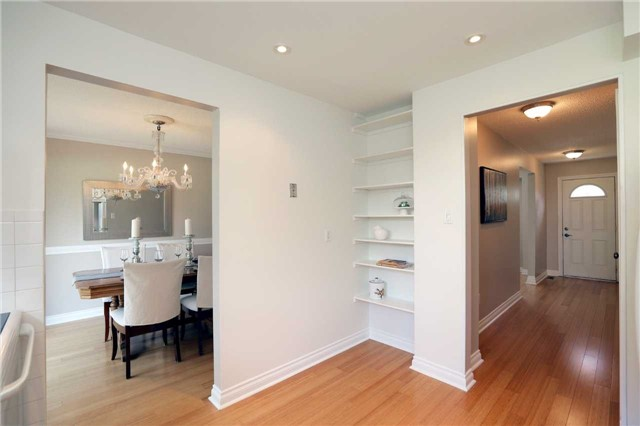 Condo Townhouse at 1055 Shawnmarr Rd, Unit 190, Mississauga, Ontario. Image 3