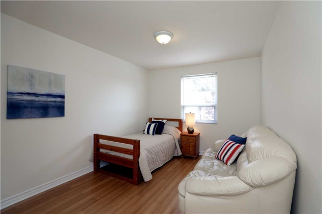 Condo Townhouse at 1055 Shawnmarr Rd, Unit 190, Mississauga, Ontario. Image 7