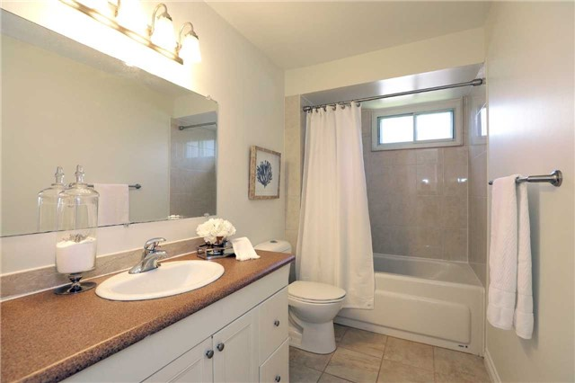 Condo Townhouse at 1055 Shawnmarr Rd, Unit 190, Mississauga, Ontario. Image 8