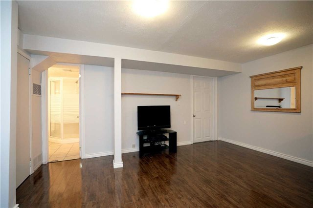 Condo Townhouse at 1055 Shawnmarr Rd, Unit 190, Mississauga, Ontario. Image 10