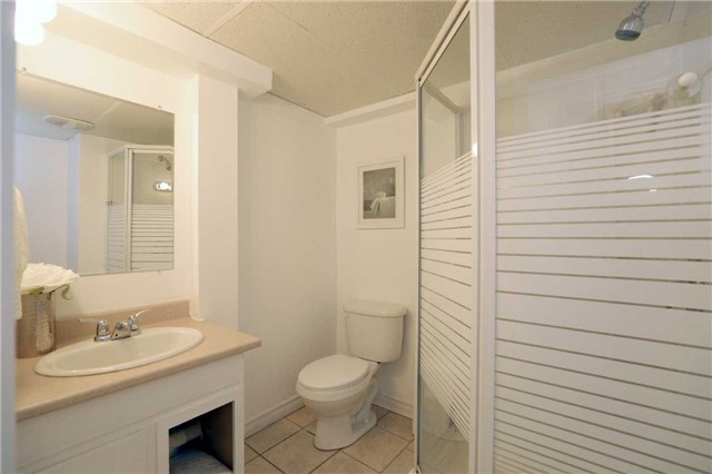 Condo Townhouse at 1055 Shawnmarr Rd, Unit 190, Mississauga, Ontario. Image 11