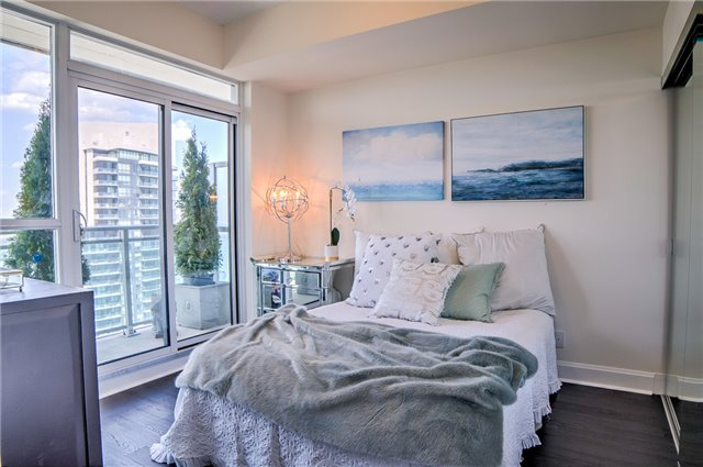 Condo Apartment at 2175 Lake Shore Blvd W, Unit 3206, Toronto, Ontario. Image 12