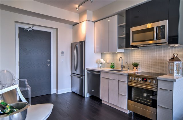 Condo Apartment at 2175 Lake Shore Blvd W, Unit 3206, Toronto, Ontario. Image 3
