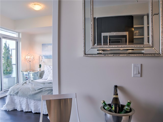Condo Apartment at 2175 Lake Shore Blvd W, Unit 3206, Toronto, Ontario. Image 7