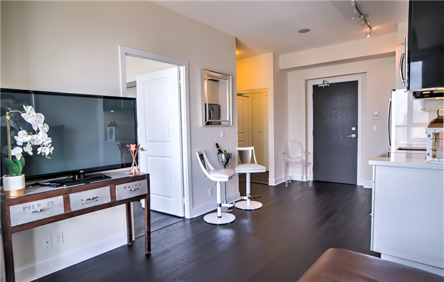 Condo Apartment at 2175 Lake Shore Blvd W, Unit 3206, Toronto, Ontario. Image 8