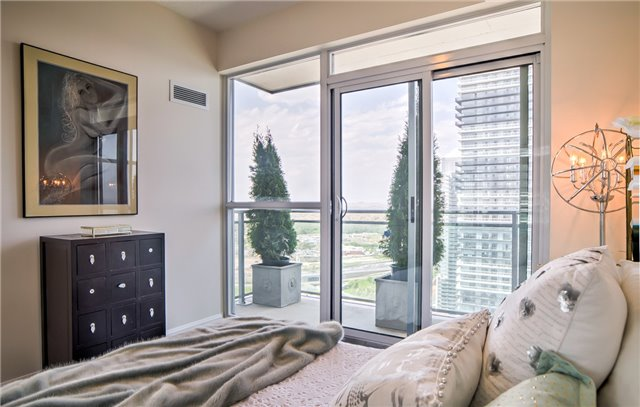 Condo Apartment at 2175 Lake Shore Blvd W, Unit 3206, Toronto, Ontario. Image 9