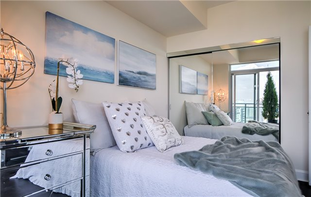 Condo Apartment at 2175 Lake Shore Blvd W, Unit 3206, Toronto, Ontario. Image 10