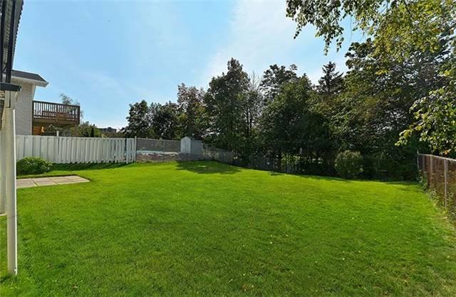 Detached at 26 Golf Valley Lane, Toronto, Ontario. Image 9