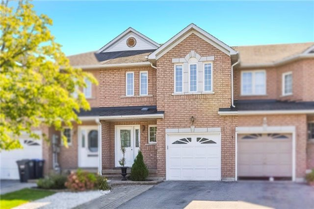 Townhouse at 102 Wood Circ, Caledon, Ontario. Image 1