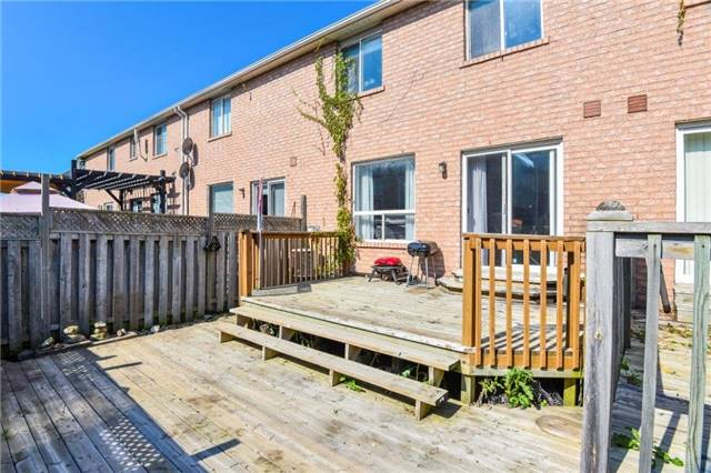 Townhouse at 102 Wood Circ, Caledon, Ontario. Image 10