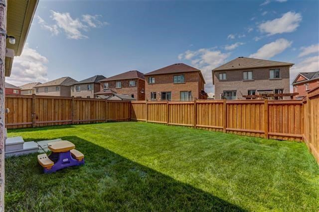 Detached at 6 Wellpark Way, Brampton, Ontario. Image 8