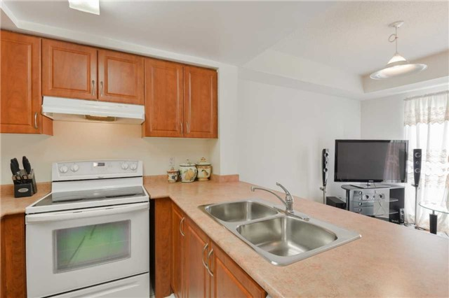 Condo Townhouse at 3043 Finch Ave W, Unit 2029, Toronto, Ontario. Image 13