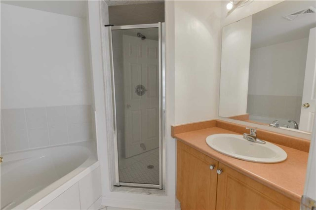 Condo Townhouse at 3043 Finch Ave W, Unit 2029, Toronto, Ontario. Image 4