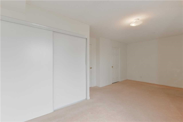 Condo Townhouse at 3043 Finch Ave W, Unit 2029, Toronto, Ontario. Image 7