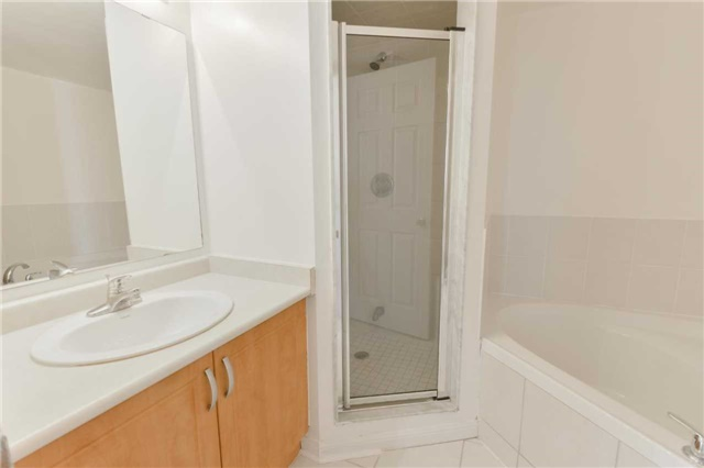 Condo Townhouse at 3043 Finch Ave W, Unit 2029, Toronto, Ontario. Image 8