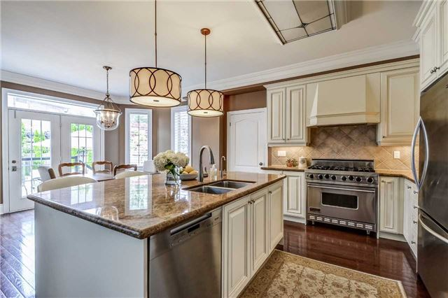 Detached at 3345 Timeless Dr, Oakville, Ontario. Image 3