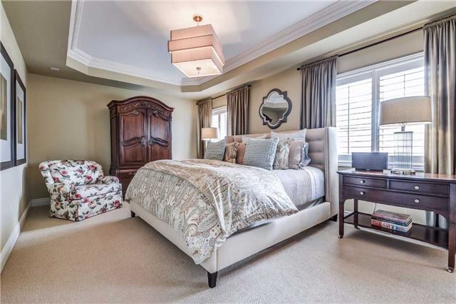 Detached at 3345 Timeless Dr, Oakville, Ontario. Image 7