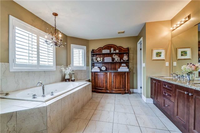 Detached at 3345 Timeless Dr, Oakville, Ontario. Image 8