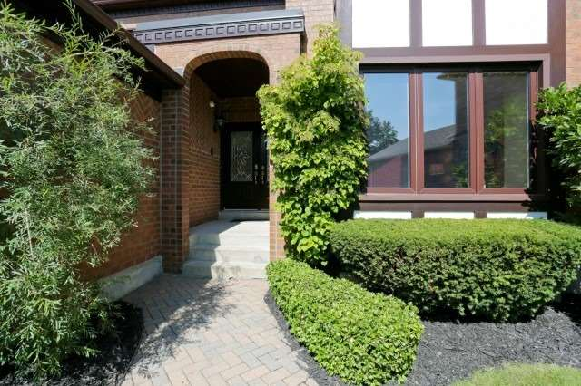 Detached at 5272 Champlain Tr, Mississauga, Ontario. Image 10