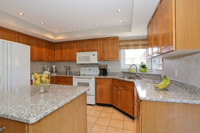 Detached at 5272 Champlain Tr, Mississauga, Ontario. Image 15