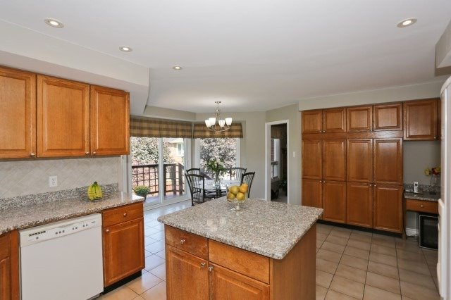 Detached at 5272 Champlain Tr, Mississauga, Ontario. Image 16