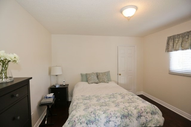Detached at 5272 Champlain Tr, Mississauga, Ontario. Image 2