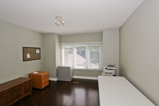 Detached at 5272 Champlain Tr, Mississauga, Ontario. Image 3