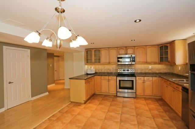 Detached at 5272 Champlain Tr, Mississauga, Ontario. Image 6