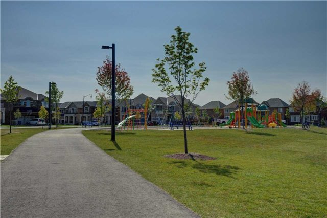 Semi-detached at 22 Yellow Sorrel Rd, Brampton, Ontario. Image 9