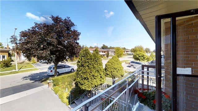 Semi-detached at 63 Songwood Dr, Toronto, Ontario. Image 10