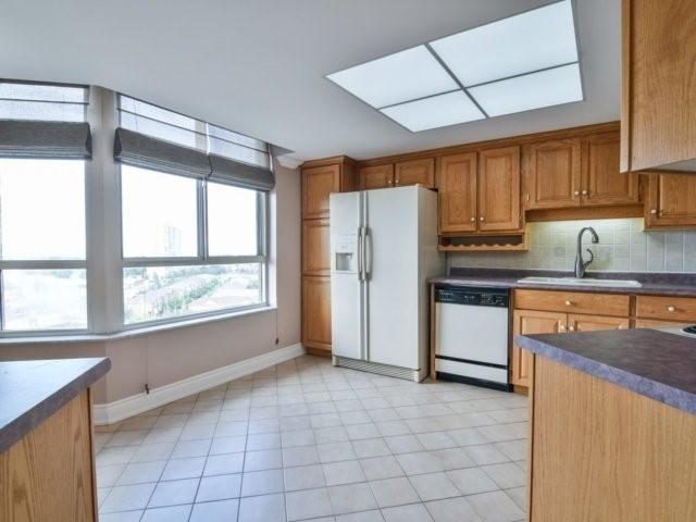 Condo Apartment at 20 Cherrytree Dr, Unit 1106, Brampton, Ontario. Image 19