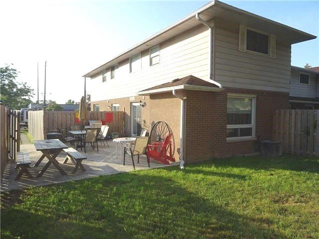 Condo Townhouse at 2377 Industrial St, Burlington, Ontario. Image 12