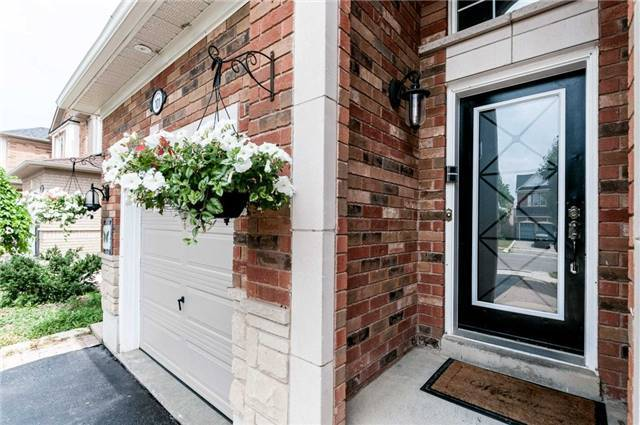 Detached at 101 Queen Mary Dr, Brampton, Ontario. Image 12