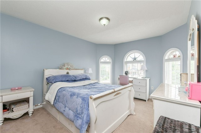 Detached at 101 Queen Mary Dr, Brampton, Ontario. Image 3