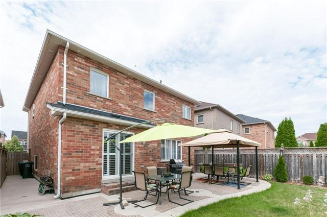Detached at 101 Queen Mary Dr, Brampton, Ontario. Image 13