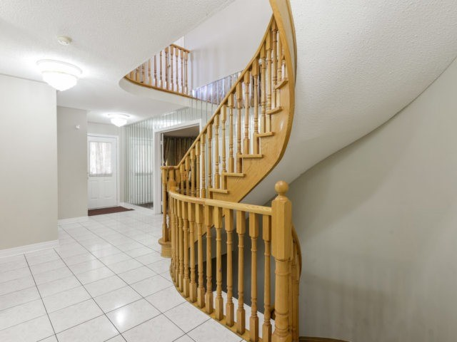 Detached at 52 Springtown Tr, Brampton, Ontario. Image 15