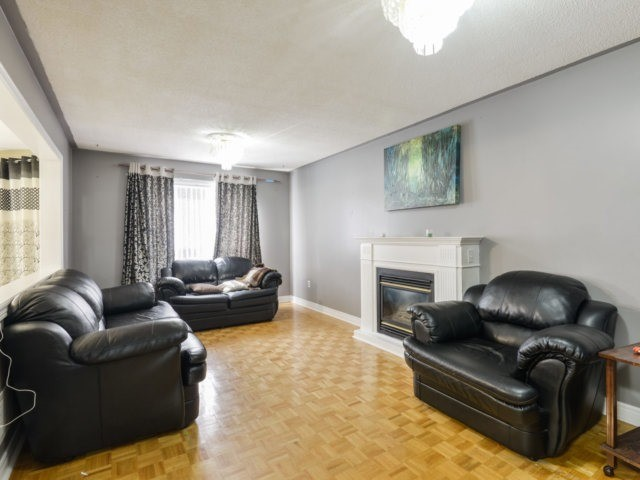 Detached at 52 Springtown Tr, Brampton, Ontario. Image 16