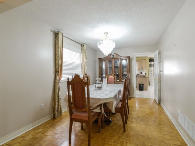 Detached at 52 Springtown Tr, Brampton, Ontario. Image 3