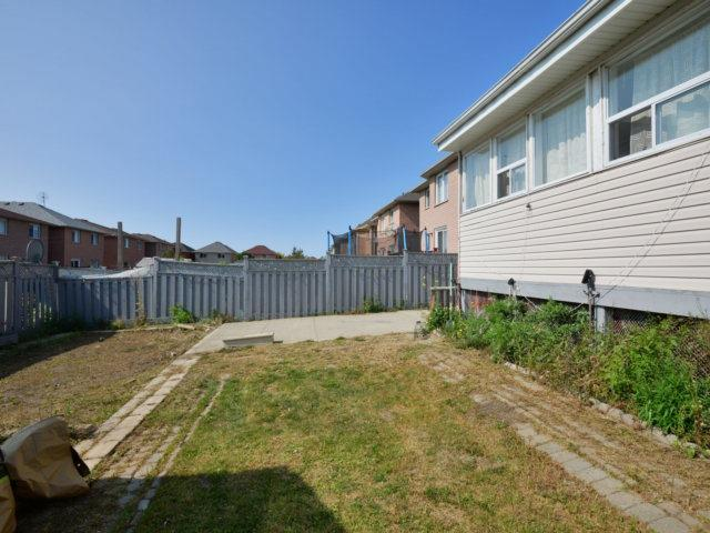 Detached at 52 Springtown Tr, Brampton, Ontario. Image 10