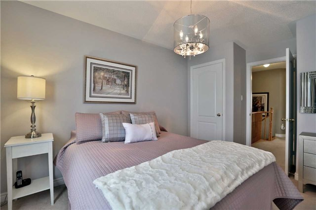 Semi-detached at 6941 Haines Artist Way, Mississauga, Ontario. Image 4