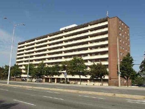Condo Apartment at 3533 Derry Rd E, Unit 405, Mississauga, Ontario. Image 1