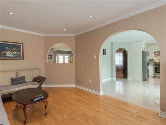 Detached at 3345 Grand Park Dr, Mississauga, Ontario. Image 17