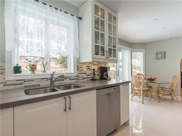 Detached at 3345 Grand Park Dr, Mississauga, Ontario. Image 2