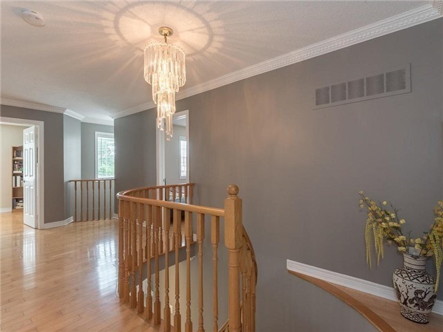 Detached at 3345 Grand Park Dr, Mississauga, Ontario. Image 4