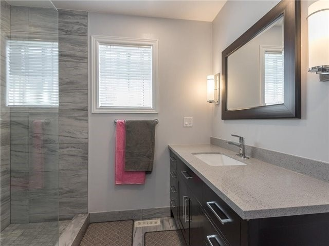 Detached at 3345 Grand Park Dr, Mississauga, Ontario. Image 7