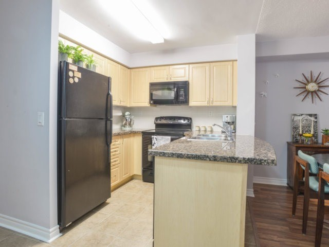 Condo Apartment at 5 Michael Power Pl, Unit 1605, Toronto, Ontario. Image 13